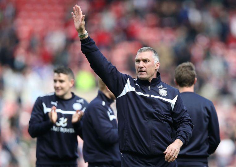 Nigel Pearson viert de overwinning op Sunderland op 16 mei 2015, de wedstrijd waarmee Leicester uit de degradatiezone klom. Beeld afp