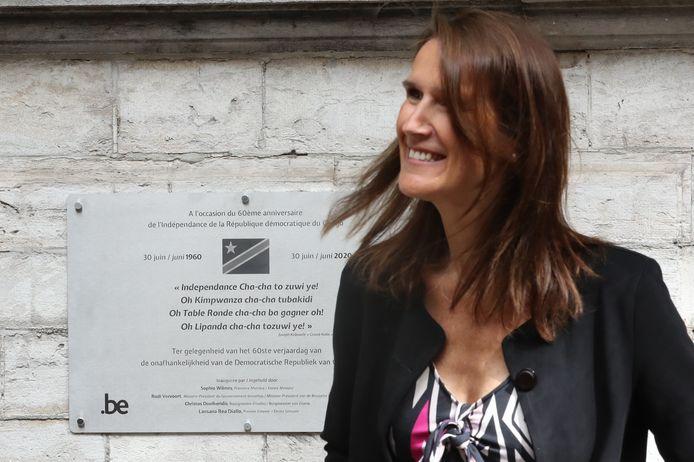 Sophie Wilmès a inauguré une plaque commémorative à l'entrée de la maison communale d'Ixelles.