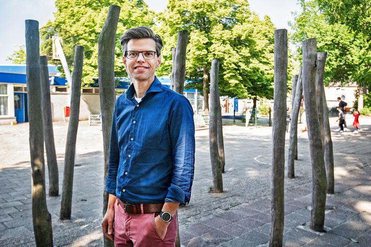 Willem-Pieter van Ledden (42) is directeur van basisschool De Kleurenpracht.  'We zien dat de verschillen toenemen.' Beeld Guus Dubbelman / de Volkskrant