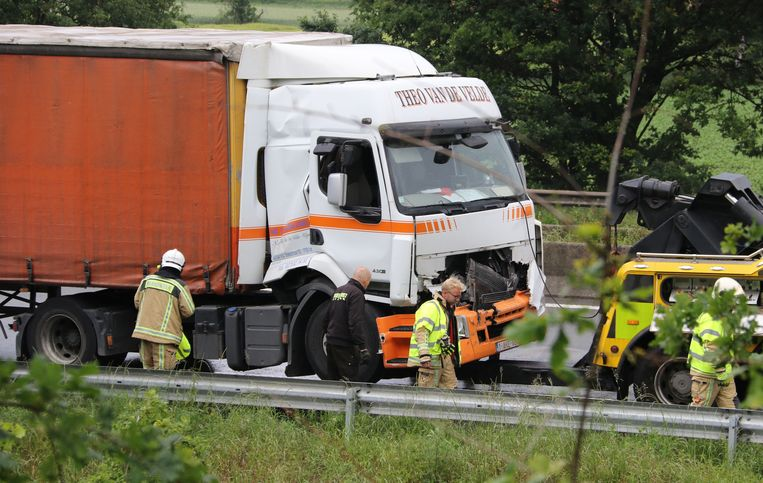 De vrachtwagen moest getakeld worden.