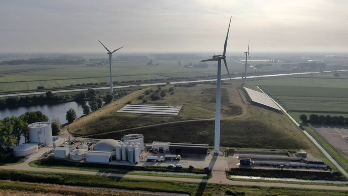 De huidige windmolens bij Waalwijk.