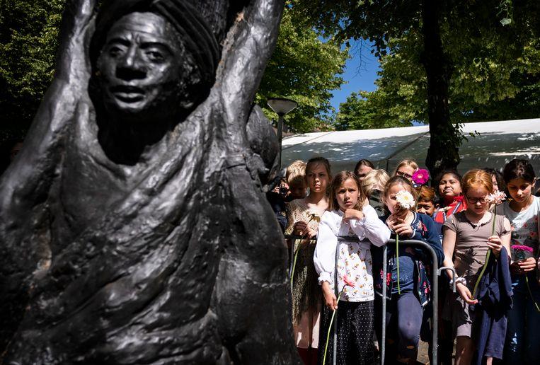 Kinderherdenking van het slavernijverleden, vrijdag in Amsterdam.   Beeld Hollandse Hoogte / Ramon van Flymen