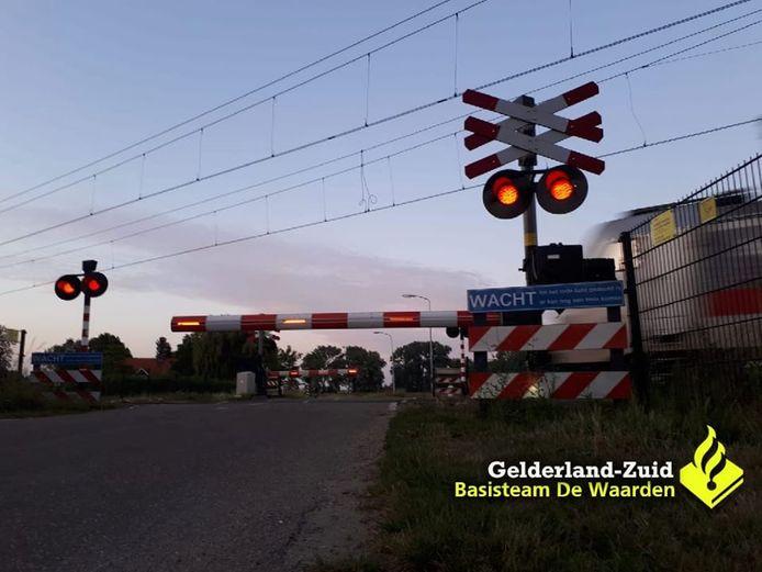 De spoorwegovergang in Hedel.