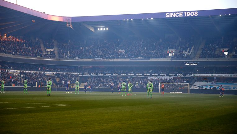 Een eerbetoon aan Guy Mertens tijdens Anderlecht-Charleroi op 27 april.