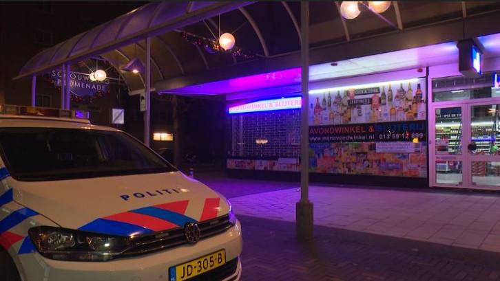 Personeel avondwinkel Tilburg verijdelt overval na worsteling