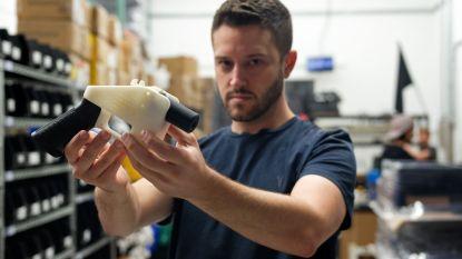 Wapenactivist die ontwerp voor plastic vuurwapen online zette, gezocht voor seksueel geweld