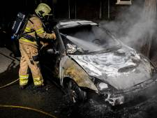 Schade aan twee auto's door mogelijke brandstichting in Arnhem
