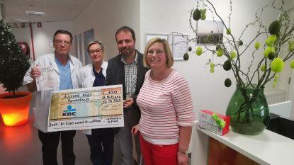 Boekenverkoop levert 1.000 euro op voor pijncentrum