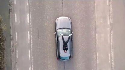 Ian Thomas doet gevaarlijke stunt in nieuwe videoclip