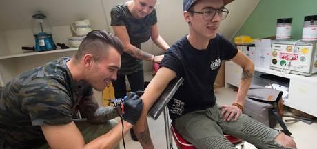 Een tattoo of knipbeurt, ook omdat het voor het goede doel is