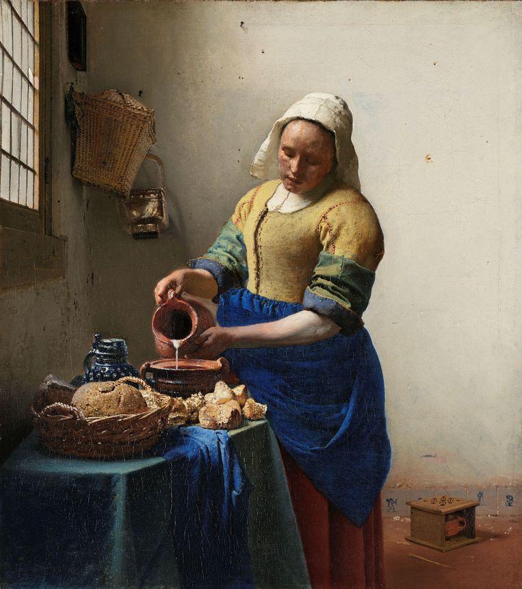 Rechtsonder in beeld de lollepot, die erop zou kunnen wijzen dat het Melkmeisje lesbisch was.  Beeld Rijksmuseum