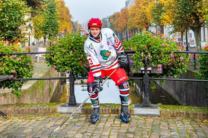 De 15-jarige Gatien Rutten uit Schoonhoven speelt ijshockey bij ICU Dragons in Utrecht.