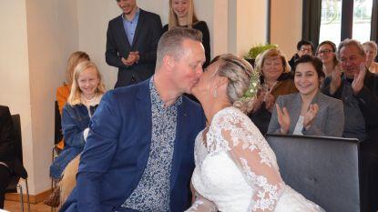 """Denderleeuwse zanger Ben trouwt op zijn verjaardag met verloofde Cindy: """"Ze had gezegd dat ze nooit meer zou trouwen"""""""