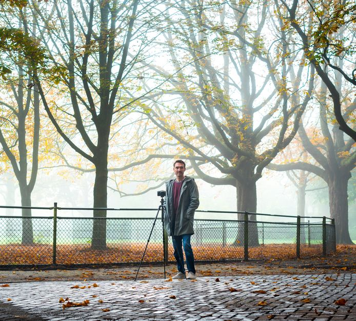 """Hobbyfotograaf Ronald van der Windt duikt tussen het werken door het Wantijpark in, op zoek naar mooie plaatjes. ,,Dit is mijn uitlaatklep."""""""