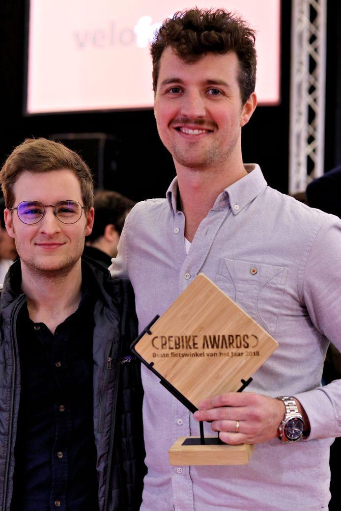Nicola en Thomas van Fietsen De Geus zijn blij met de onderscheiding voor Beste Fietsenwinkel van 2018