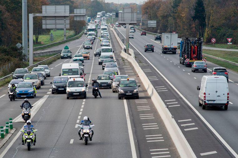 Langzaam-aan-actie in de buurt van Rennes van de Gilets jaunes.