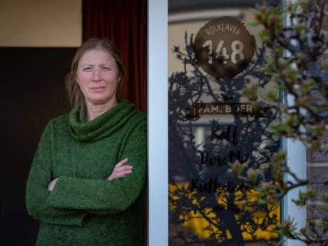 Met zijn tweeën mondkapjes naaien als dagbesteding, dat kan voor  Dorethé uit Kampen ook