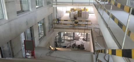 Lekkende douche op verdieping drie zet gloednieuwe school van 10 miljoen euro blank: opening uitgesteld