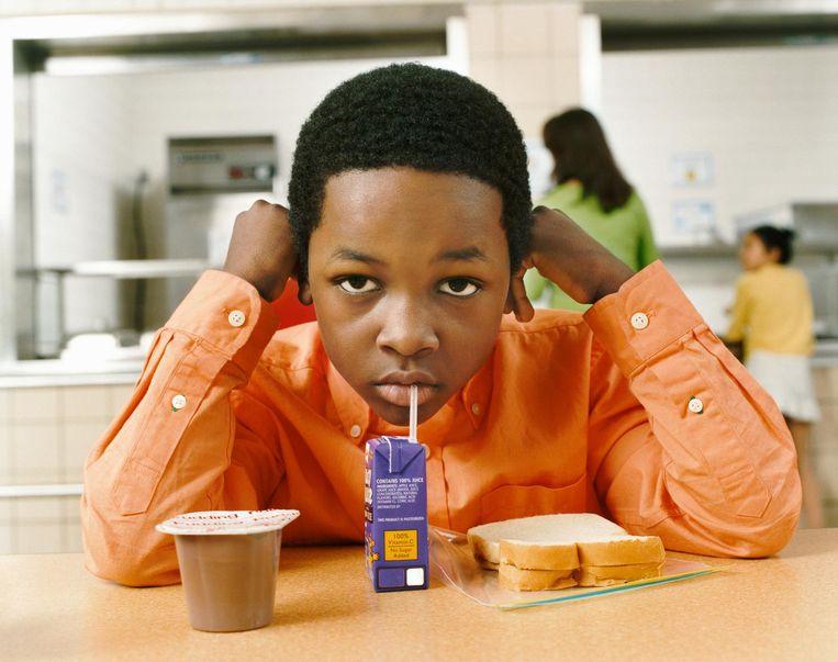 Een drankje dat in een schoolrugzakje zit, bevat gemiddeld vier suikerklontjes. Een vierde van de brikjes bevat zelfs meer suiker dan het mierzoete Coca-Cola.