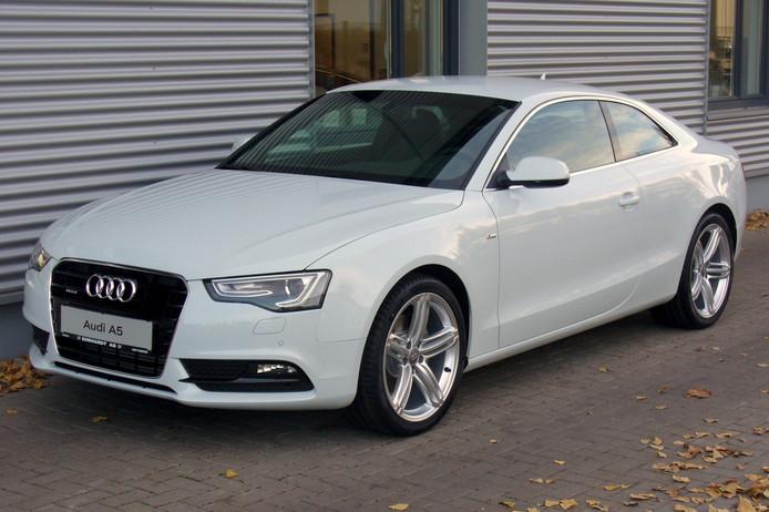 Ter illustratie van de diefstal van een grijze Audi A5.