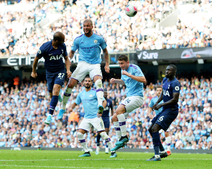 Lucas Moura kopte met zijn eerste balcontact de 2-2 binnen namens Tottenham Hotspur.