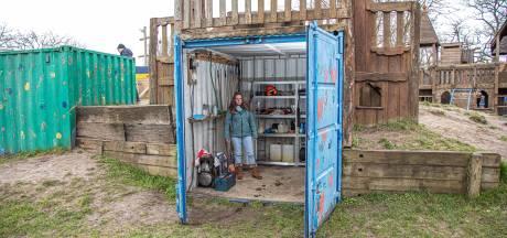 Dieven roven opslag speeltuin in Zwolse Zeeheldenbuurt leeg: 'Ik ben zó boos'
