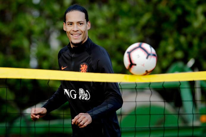 Virgil van Dijk bereidt zich met Oranje voor op de EK-kwalificatiewedstrijden tegen Wit-Rusland en Duitsland.