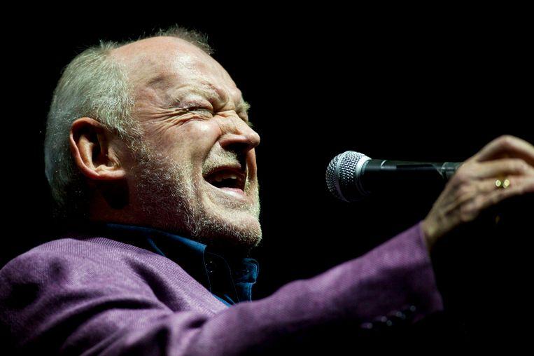 Joe Cocker tijdens een concert in Boedapest in 2011. Beeld ap