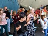 Eindmusical in een kleine schoolaula? Dat kan beter: leerlingen in Soest staan in een heus openluchttheater