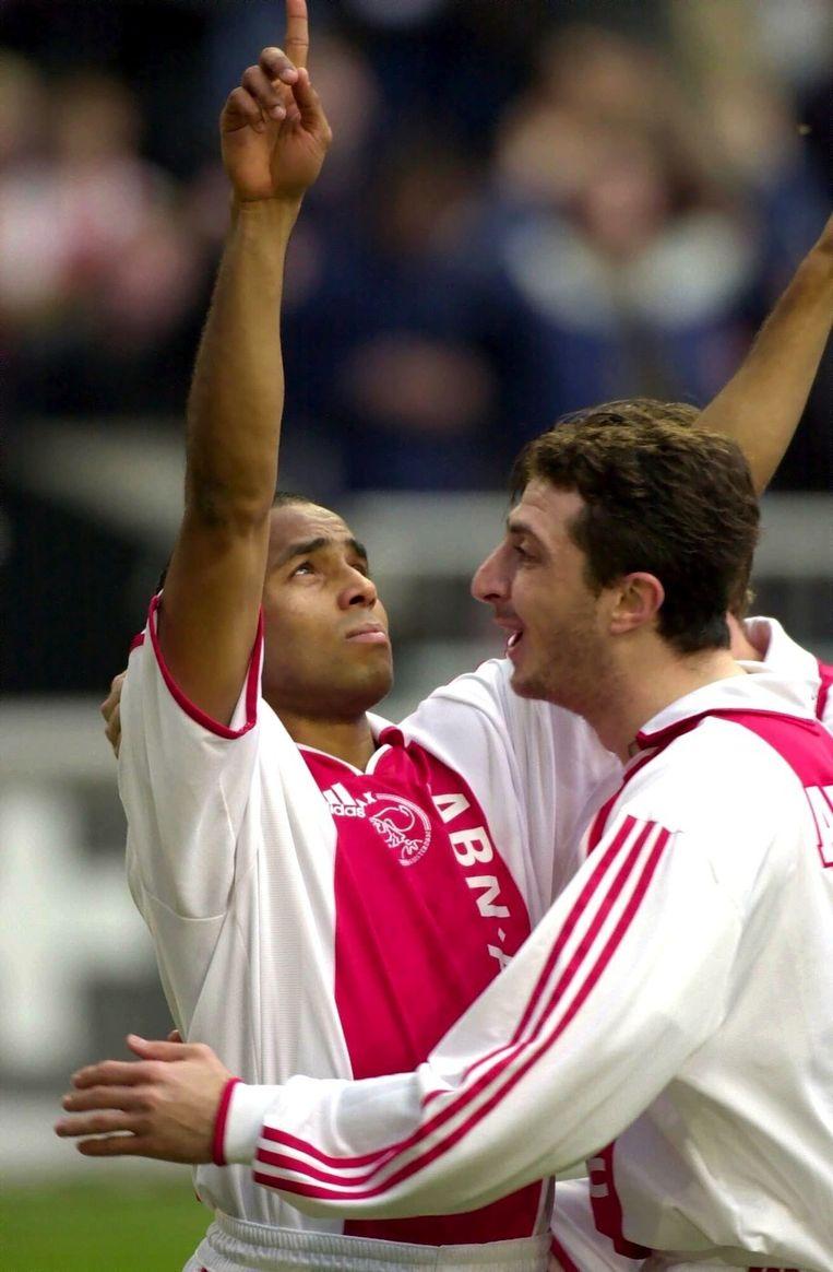 2000: Wamberto maakt de 1-0 tegen sc Heerenveen. Hij wordt gefeliciteerd door Shota Arveladze. Beeld Soenar Chamid