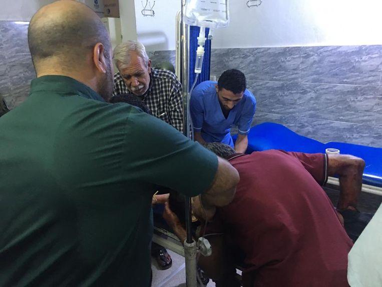 Gewonden worden verzorgd in Qamishli.