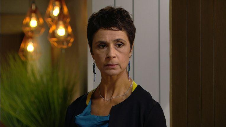 Muriel Bats als Mayra in 'Thuis'.