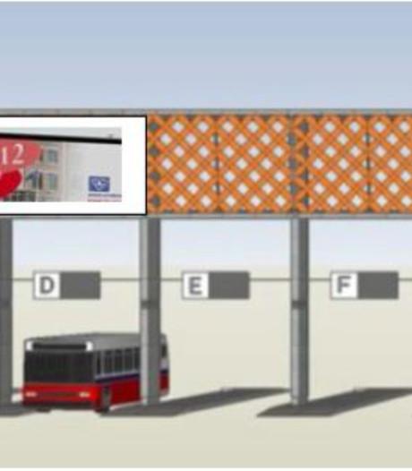 Reclame en gemeentenieuws boven de bus op station Den Bosch