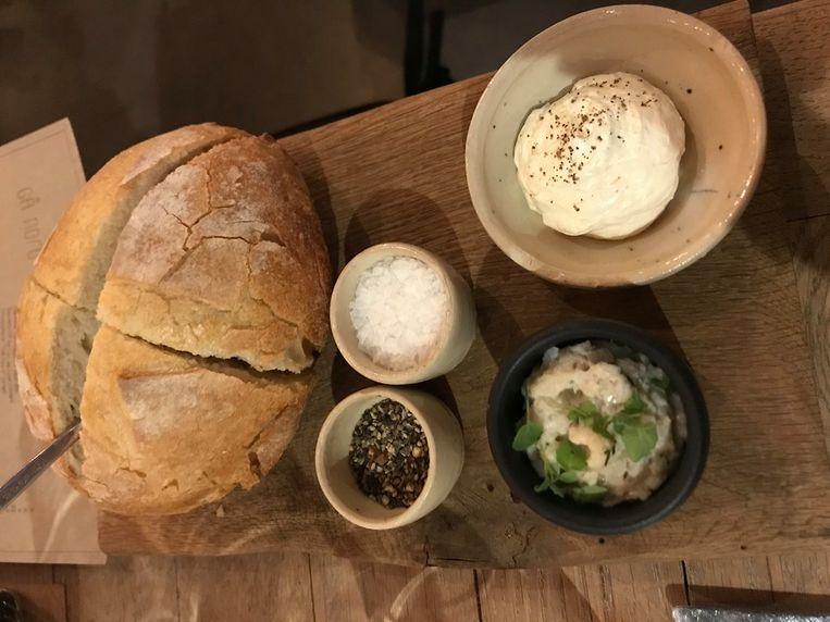 brood met lookboter en wijtingtapenade