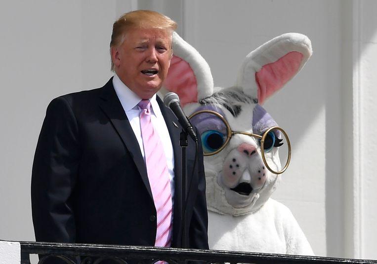 Donald Trump nodigde vandaag een groep kinderen en de paashaas uit naar het Witte Huis voor de traditionele paaseierenzoektocht op het domein.