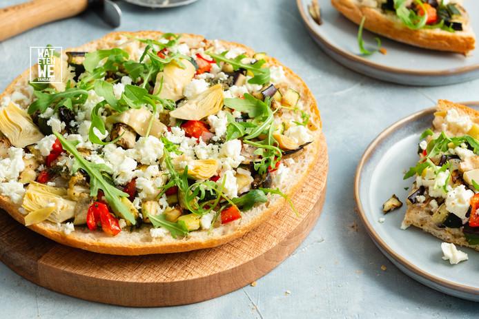 Broodpizza met gegrilde groenten