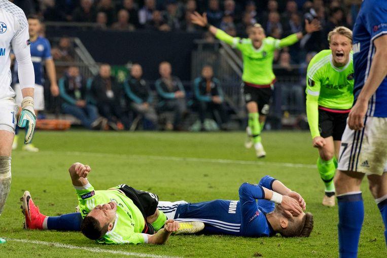 Nick Viergever (linksonder) na zijn 3-1. 'Ik weet zelf niet hoe die bal er nou in vloog' Beeld ANP