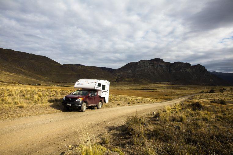 De 4x4-camper in de pampa in het zuiden van Chili. Beeld Hilde Harshagen