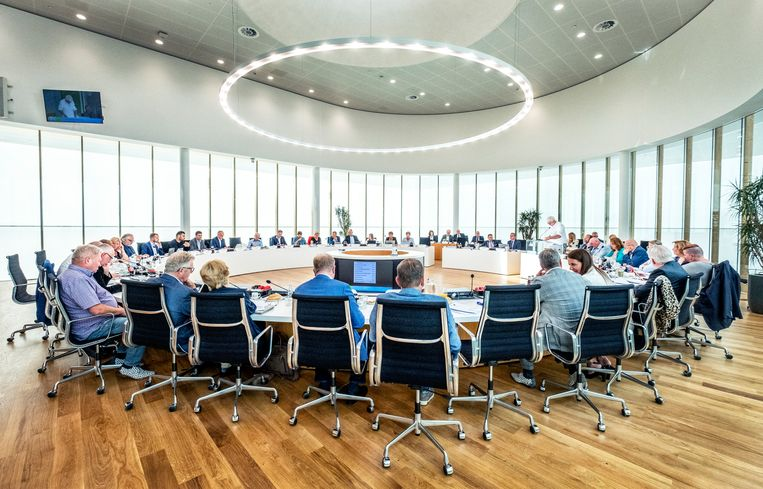 De gemeenteraad dinsdag in debat over de komst van een islamitische school in Naaldwijk. Beeld Raymond Rutting