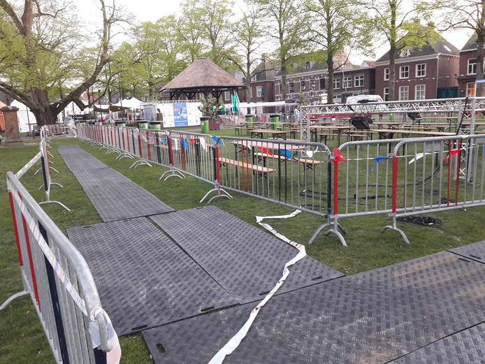De Vrijthof in Hilvarenbeek is klaar voor de ontvangst van 592 mountainbikers, 9 hardlopers en 13 wanderlaars