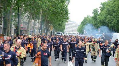 Brandweer betoogt opnieuw in Brussel en krijgt steun van 30-tal gele hesjes, verkeer grondig verstoord