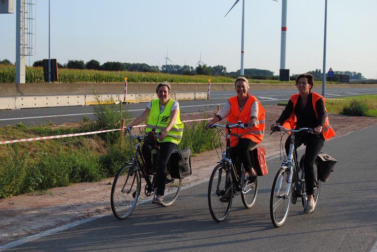 Op de fiets langs de R4? Joke Schauvliege geeft alvast het goede voorbeeld.