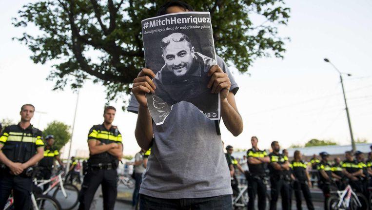Duizenden mensen protesteerden vorig jaar nadat Mitch Henriquez om het leven was gekomen. Beeld anp