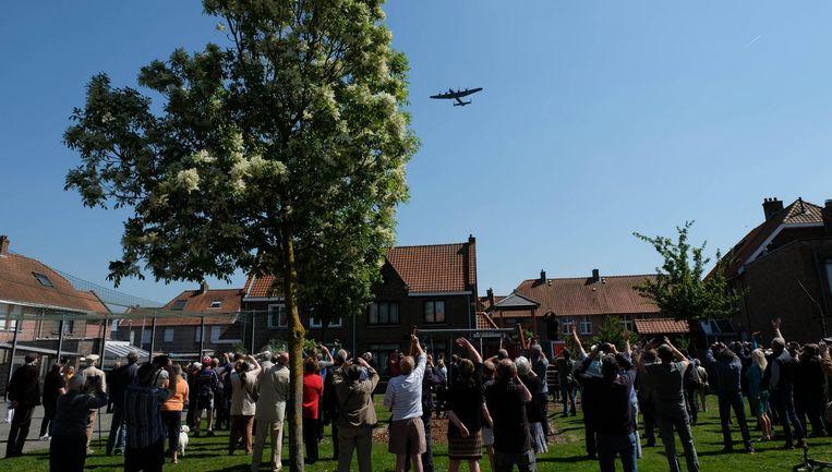 Lierenaars zien opnieuw een Britse bommenwerper vliegen boven hun gemeente.