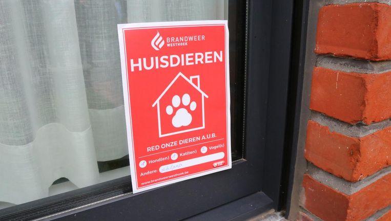 De stickers zijn te koop in de gemeentehuizen in de Westhoek en kosten 4 euro.