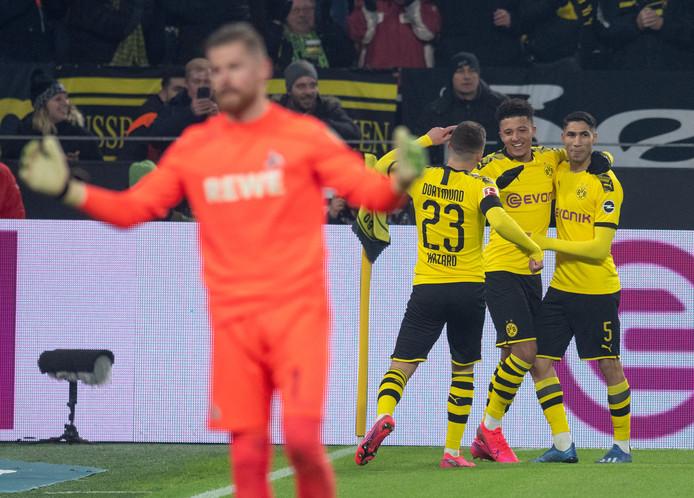 Jadon Sancho viert het derde Dortmund-doelpunt tegen FC Köln.