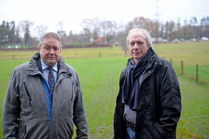 Benny Valkenburg (rechts) en Wulfert Dorrestijn wonen aan het Molenveld en zijn verrast door de komst van een ecoduct in hun 'voortuin'. Ze vrezen zicht- en geluidsoverlast en willen dat er een zandwal wordt aangelegd. Maar ze krijgen geen gehoor.