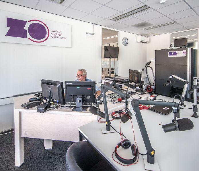 Studio van RTVZoo met achter de knoppen een van de oprichters en nog steeds werkzaam Roel van Olst.