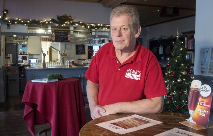 Omdat er aanvankelijk nauwelijks klandizie was heeft uitbater Henk Grotenhuis van Henk's Aahoes inmiddels een huurachterstand.
