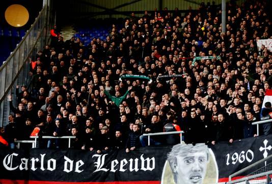 Heerenveen-Feyenoord feyenoord-fans bedanken Carlo de Leeuw Foto ; Pim Ras